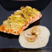 Salmon with Potatoes, Roasted Garlic & Tarragon Sauce – Σολομός με Πατάτες, Ψητά Σκόρδα & Σάλτσα Εστραγκόν