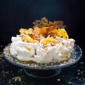 Caramelized Pineapple & Hazelnut Pavlova – Πάβλοβα με Καραμελωμένο Ανανά & Φουντούκια