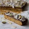 Μπάρες Δημητριακών με Σοκολάτα και Καρύδα – Chocolate & Coconut Granola Bars