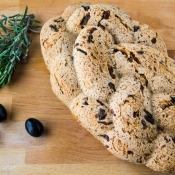 Whole Wheat Bread with Olives & Sun-Dried Tomatoes – Ψωμί Ολικής με Ελιές και Λιαστές Τομάτες