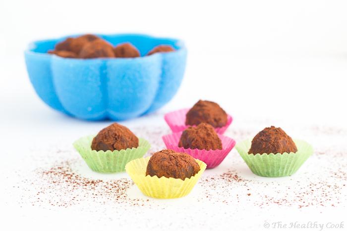 Chocolate Truffles with fresh Blueberries and Greek Yoghurt – Τρούφες Σοκολάτας με μύρτιλα και γιαούρτι