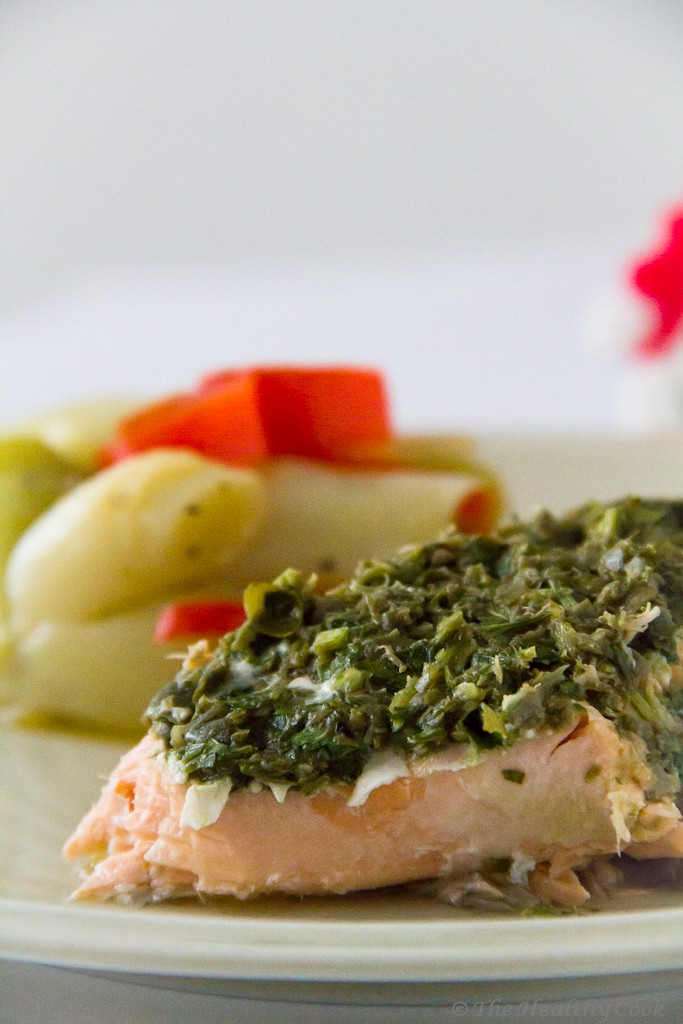 Grilled Salmon with Caper Sauce and Leeks – Ψητός Σολομός με Σάλτσα Κάππαρης και Πράσα