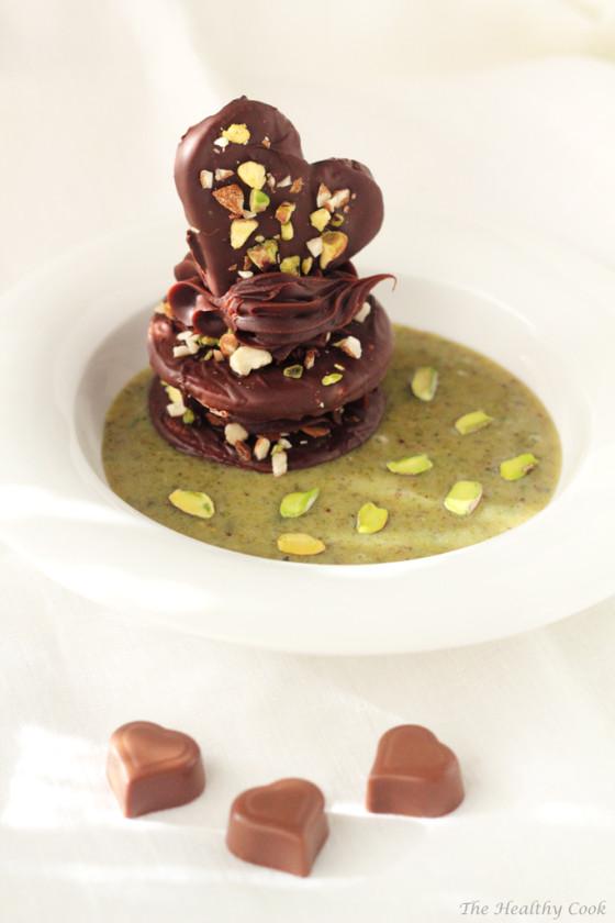 "Chocolate ""Islands"" in Pistachio Sauce – Σοκολατένια ""Νησιά"" σε Σάλτσα Φιστικιού"