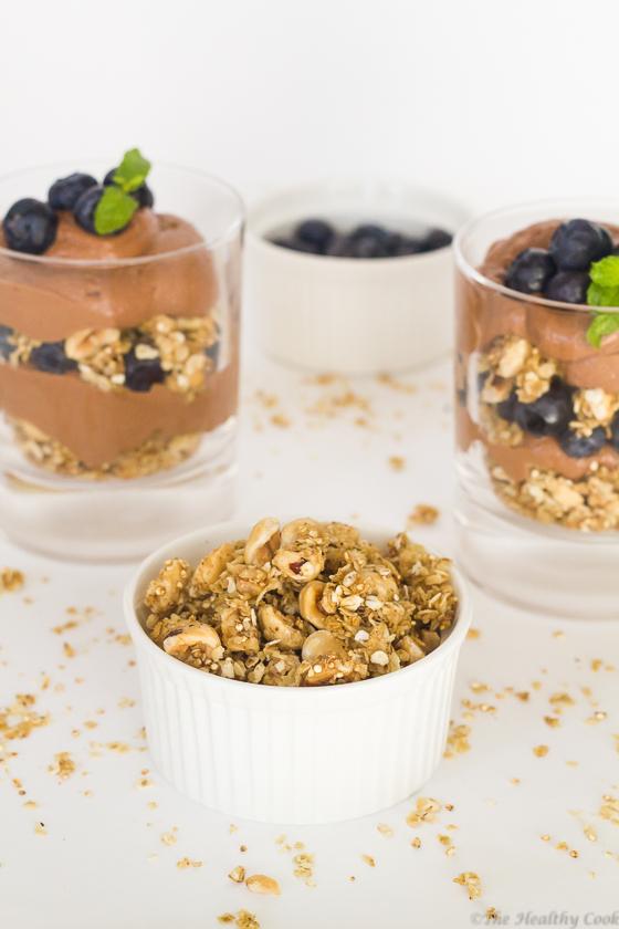 Chocolate-Greek-Yogurt-Parfait-with-Fresh-Fruits – Παρφέ-Γιαουρτιού-με-Σοκολάτα-&-Φρέσκα-Φρούτα