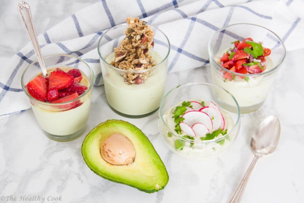 Αβοκάντο με γιαούρτι: τρώγεται σαν πρωινό, σνακ ή βραδινό, ανάλογα με το συνοδευτικό που θα διαλέξεις - Avocado yogurt: it's either breakfast, snack or dinner depending on the topping you choose