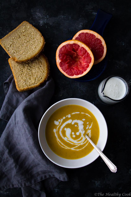 Υγιεινή και θρεπτική κολοκυθόσουπα αρωματισμένη με ροζ γκρέιπφρουτ και τζίντζερ - Healthy and nutritious pumpkin soup with pink grapefruit and ginger