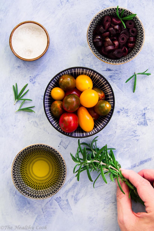Φοκάτσα (ή φοκάτσια) με αλεύρι ολικής και τοματίνια, δεντρολίβανο & ελιές Καλαμών - Whole wheat focaccia with cherry tomatoes, Kalamata olives & rosemary
