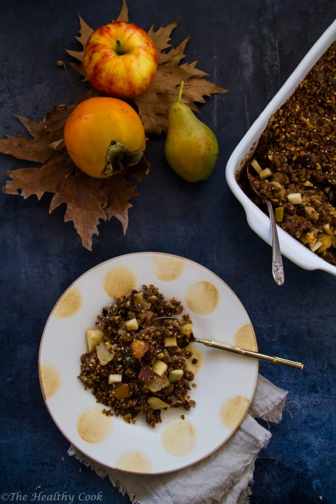 Crumble with persimmons, apples, pears and whole wheat emmer flour